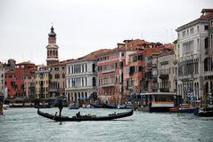 Gondola w kanale n Wenecja, Włochy Fotografia Stock