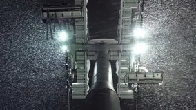 Gondola wagonu kolei linowej narciarskiego dźwignięcia i spadać śnieg Francisco bay bridge ca nocy razem San Puszka widok zdjęcie wideo