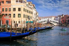 Gondolas in the Rialto bridge Stock Photography