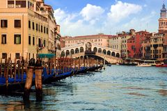 Gondolas in the Rialto bridge Royalty Free Stock Images