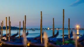 Gondole ad alba a Venezia, Italia, esposizione lunga Fotografia Stock Libera da Diritti