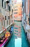 Gondole au dock Photographie stock libre de droits