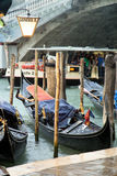 Gondole chez Rio Grande, devant le pont de Rialto, Venise Photo libre de droits