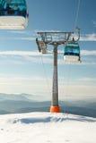 Gondole de remonte-pente dans la station de sports d'hiver Images stock