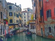 Gondole de Venecia Italie photos libres de droits