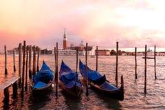 Gondole di tramonto, Venezia, Italia Immagini Stock