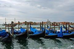 Gondole in laguna veneziana in Italia di nordest Fotografia Stock