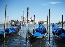 Gondole na kanał grande i San Giorgio Maggiore kościół w Wenecja, Włochy Zdjęcie Royalty Free
