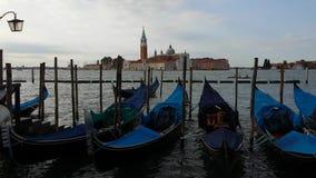 Gondole na Wenecja Uroczystej Korytkowej spławowej wodzie laguna z dźwiękiem morze zbiory