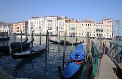 Gondole przed bazylik di Santa Maria 2019 Wenecja Włochy zdjęcia royalty free