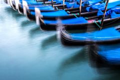 Gondole tradizionali a Venezia, blured Fotografie Stock Libere da Diritti