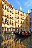 Gondole in uno degli angoli pittoreschi di Venezia Immagine Stock