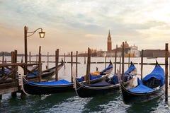 Gondole veneziane attraccate Fotografia Stock