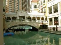 Gondole, Wenecja kanał grande centrum handlowe, McKinley wzgórze, Taguig, Filipiny obrazy royalty free