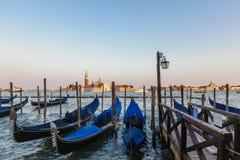 Gondole Wenecja, Włochy przy półmrokiem obraz royalty free