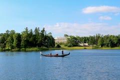 Gondoleiro de Petersburgo no lago Fotografia de Stock Royalty Free