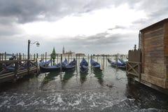 Gondolen parkerar på Venedig Royaltyfri Foto
