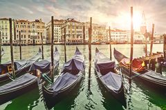 Gondoler Grand Canal i Venedig pittoreska Italien Royaltyfria Foton