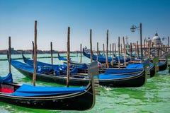 Gondoler i Venedig, Italien royaltyfria foton