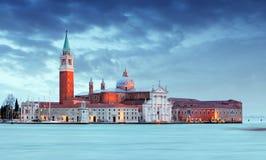 Gondoler med sikt av San Giorgio Maggiore, Venedig, Italien Fotografering för Bildbyråer