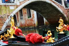 Gondoler och broar, Venedig, Italien Arkivfoton