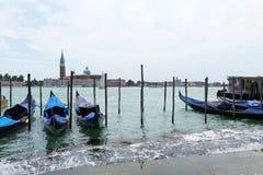 Gondoler på den Venetian kanalen Royaltyfri Foto