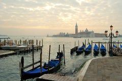 Gondoler på det Venetian Arkivfoto
