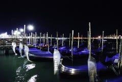 Gondoler på natten Arkivfoton