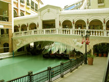 Gondoler Venedig Grand Canal galleria, McKinley kulle, Taguig, Filippinerna Royaltyfria Bilder
