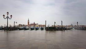 Gondoler vid den St Mark fyrkanten Arkivbild