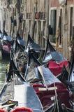 Gondolerna i Venedig Arkivfoto