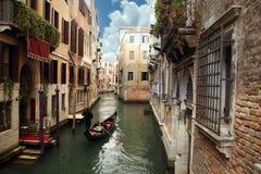 Gondolero en Venecia, Italia Imagen de archivo libre de regalías