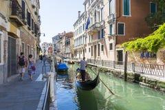 Gondoleros venecianos Foto de archivo libre de regalías