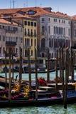 Gondoles au dock images libres de droits