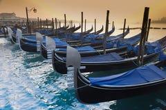 Gondoles au lever de soleil Image stock