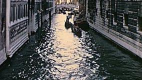 Gondoles de canal de Venise banque de vidéos
