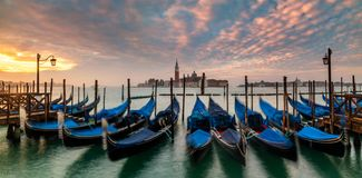 Gondoles de Venise sur la place de San Marco, Venise, Italie photos stock