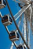 Gondoles Ferris Wheel à la façade d'une rivière d'Asiatique Images libres de droits