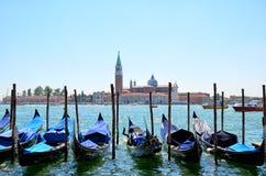 Gondoles sur Grand Canal et San Giorgio Maggiore Venise, Italie Image stock