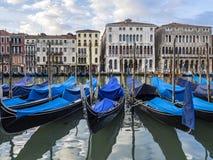 Gondoles sur le canal grand à Venise Images libres de droits