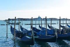 Gondoles sur le canal grand à Venise, Italie photographie stock libre de droits