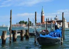 Gondoles vénitiennes La cathédrale de San Giorgio Maggiore image libre de droits
