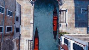 Gondoles vides sur le canal de l'eau dans la vue supérieure de Venise illustration libre de droits