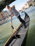 Gondolier em Veneza foto de stock royalty free