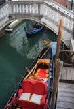 Gondolier em Veneza imagens de stock