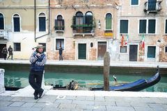 Gondolier leaning against pillar Royalty Free Stock Photos