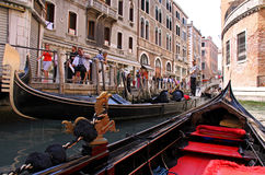 Gondolier and tourists in a gondola Royalty Free Stock Photos
