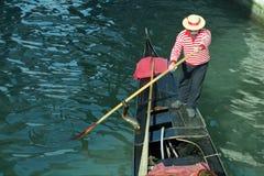 Gondoliere, Venecia, Italia Foto de archivo