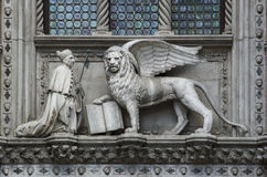 Gondoliere a Venezia, Italia il doge di Venezia e del leone Immagine Stock