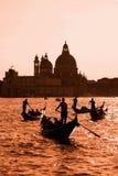 Gondoliers на грандиозном канале в Венеции, Италии Стоковое Фото